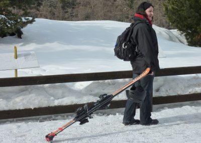 skitrolli-skier-rollen-statt-schultern-beispielbild